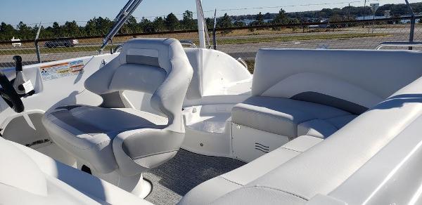 2021 Hurricane boat for sale, model of the boat is SunDeck Sport 202 OB & Image # 4 of 5