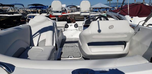 2021 Hurricane boat for sale, model of the boat is SunDeck Sport 202 OB & Image # 5 of 5