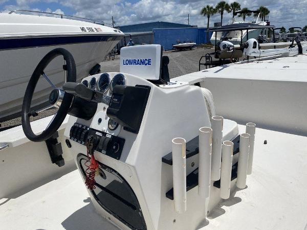 1999 Hewes boat for sale, model of the boat is Red Fisher 19 & Image # 4 of 8