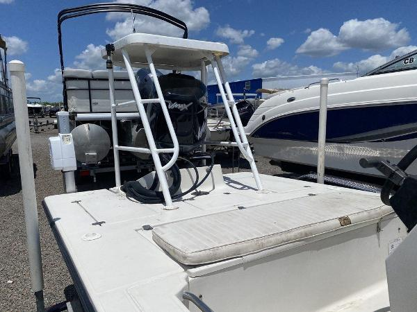 1999 Hewes boat for sale, model of the boat is Red Fisher 19 & Image # 5 of 8