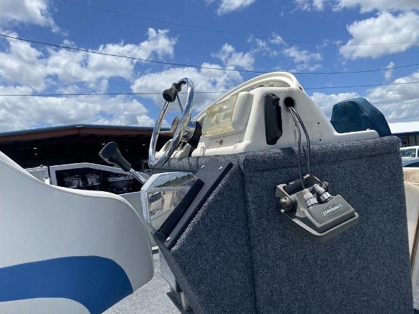 2002 Crest boat for sale, model of the boat is Super Fish 22 & Image # 6 of 9