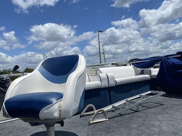 2002 Crest boat for sale, model of the boat is Super Fish 22 & Image # 7 of 9