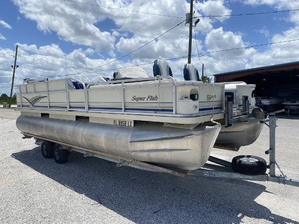 2002 Crest boat for sale, model of the boat is Super Fish 22 & Image # 8 of 9