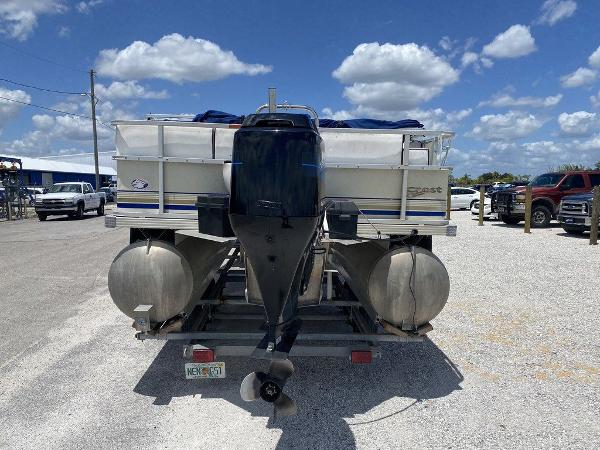2002 Crest boat for sale, model of the boat is Super Fish 22 & Image # 2 of 9