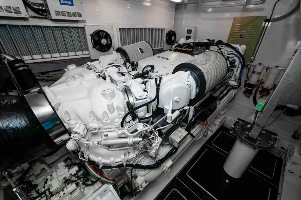 2012 Viking 76 Convertible Port Motor
