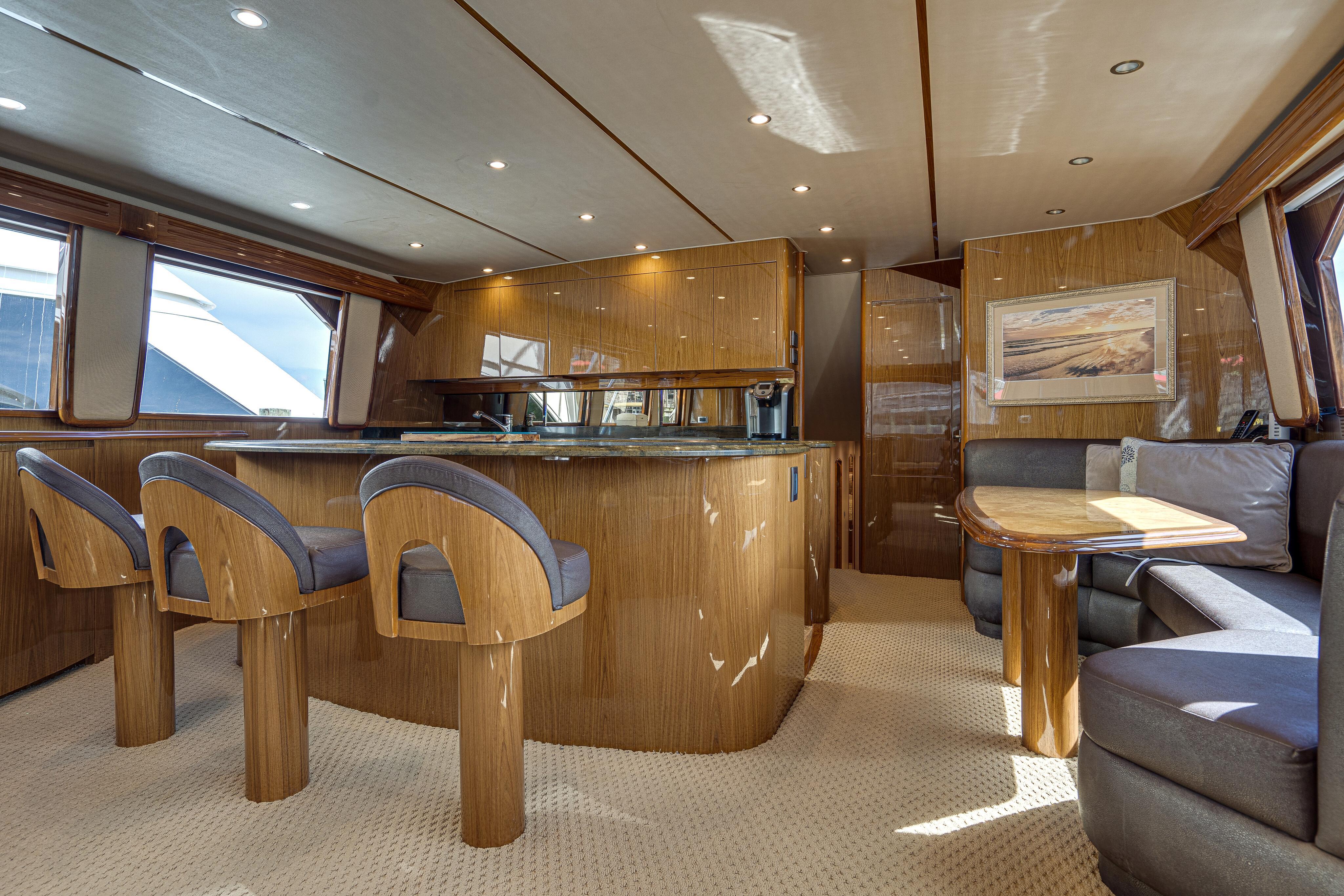2012 76 Viking SF - Salon