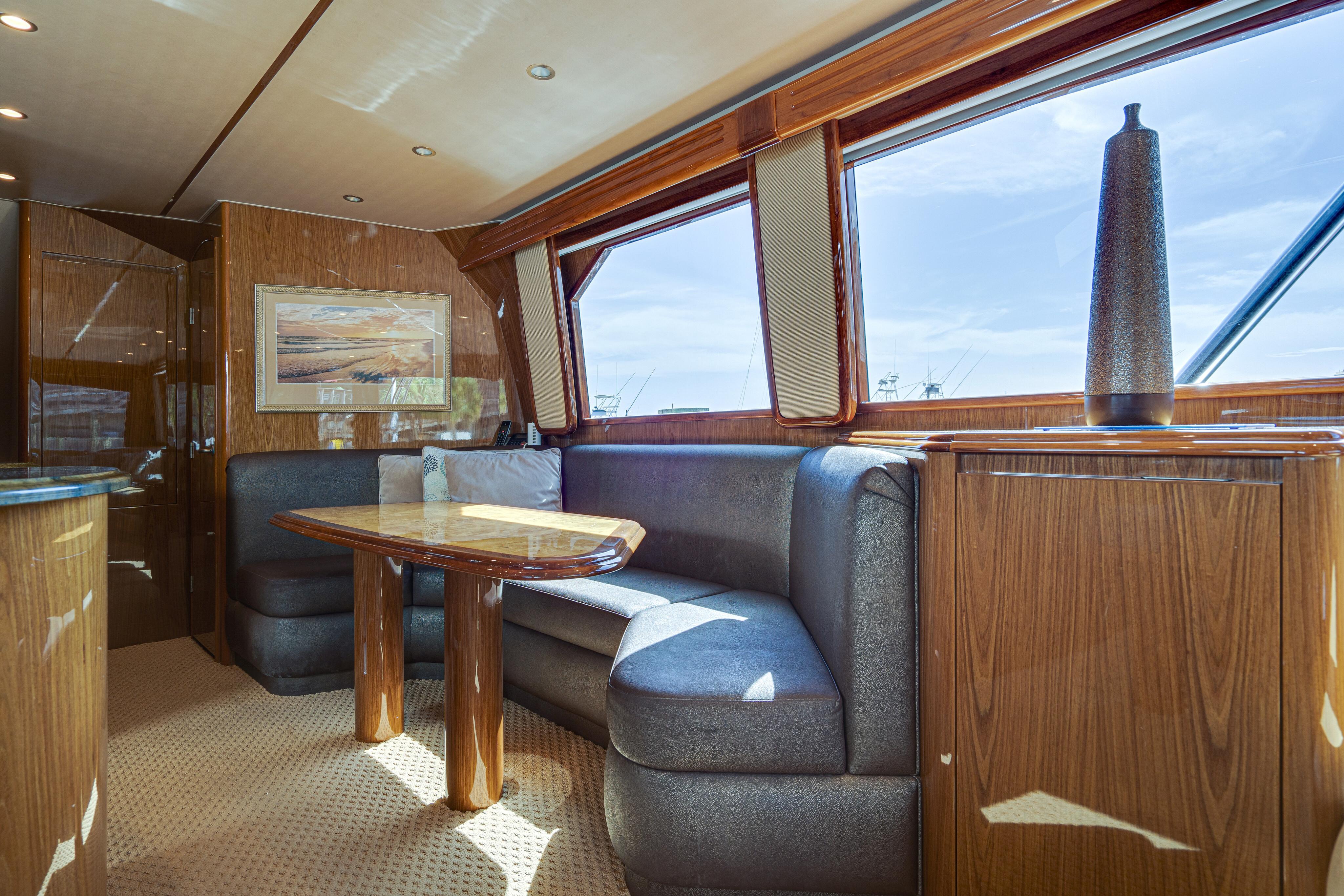 2012 76 Viking SF - Dinette