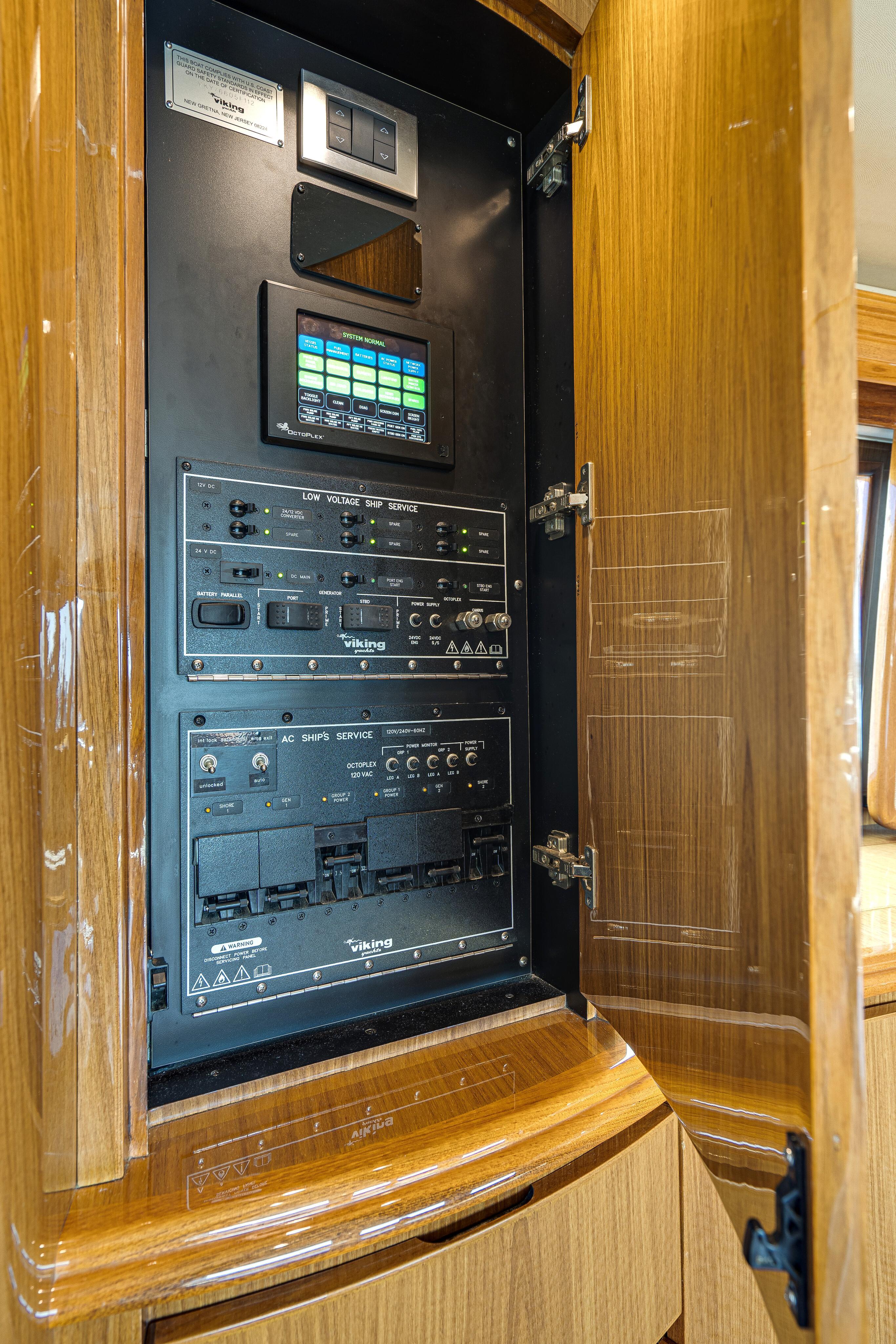 2012 76 Viking SF - Electrical Panel