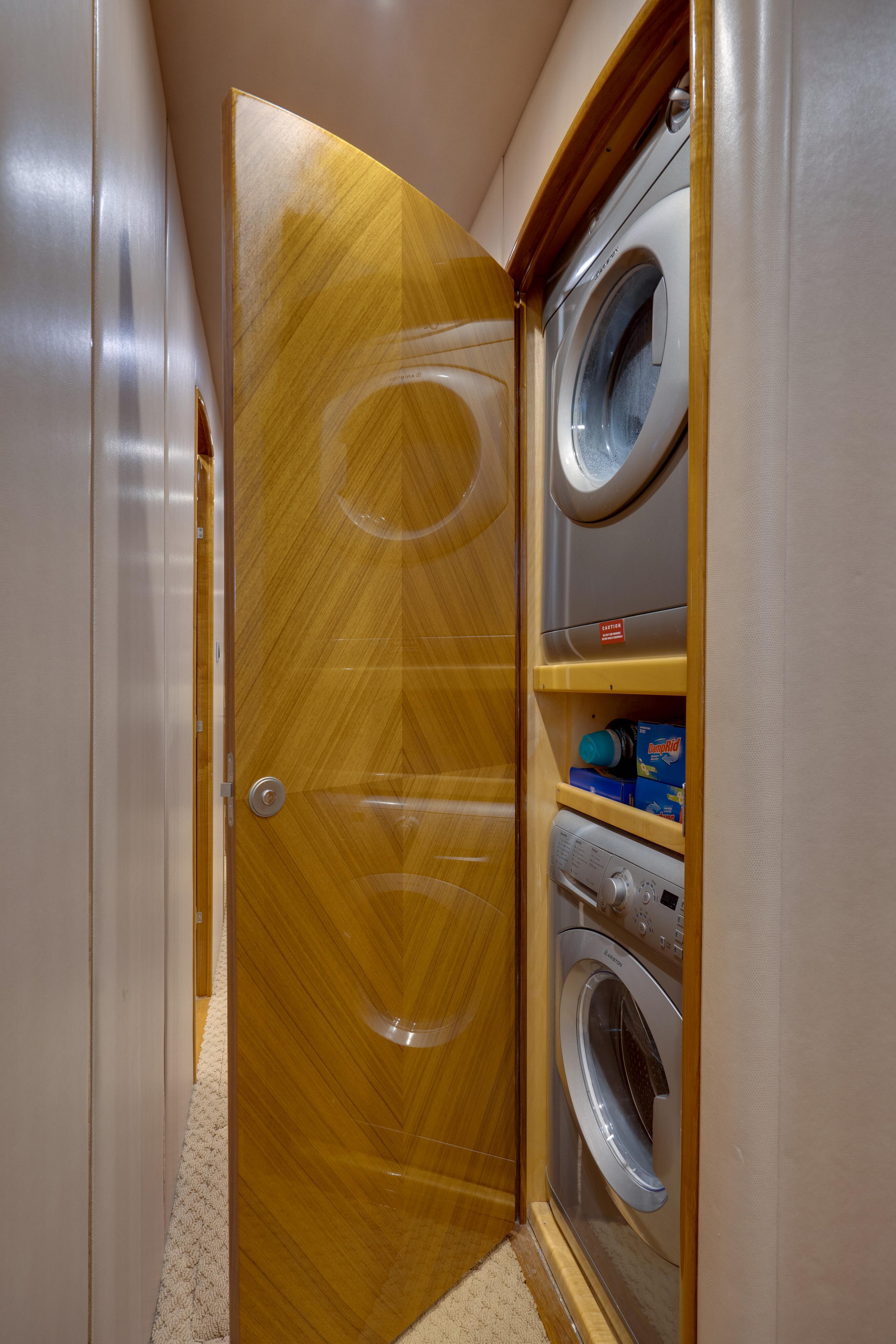 2012 76 Viking SF - Laundry