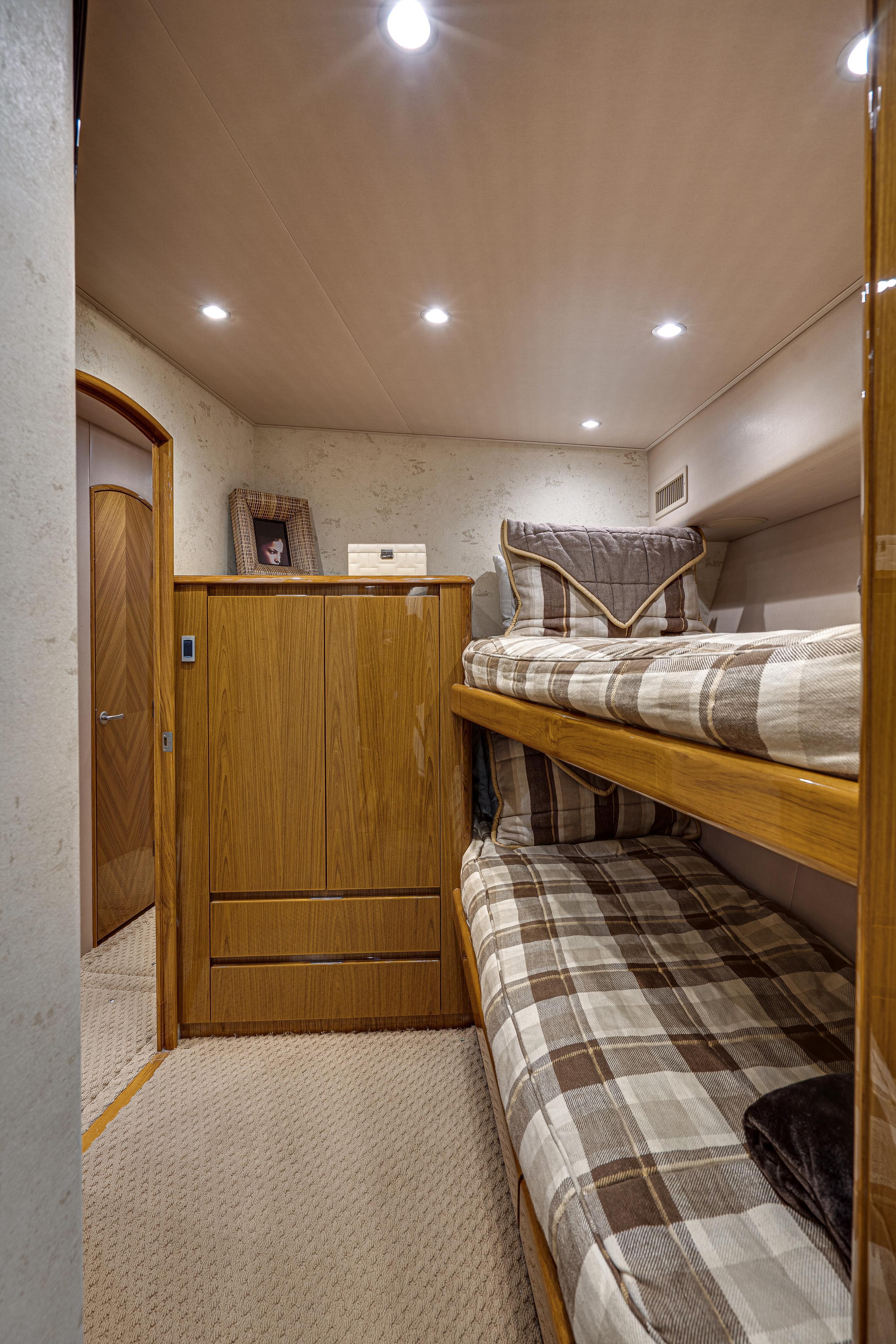 2012 76 Viking SF - Bunk Room