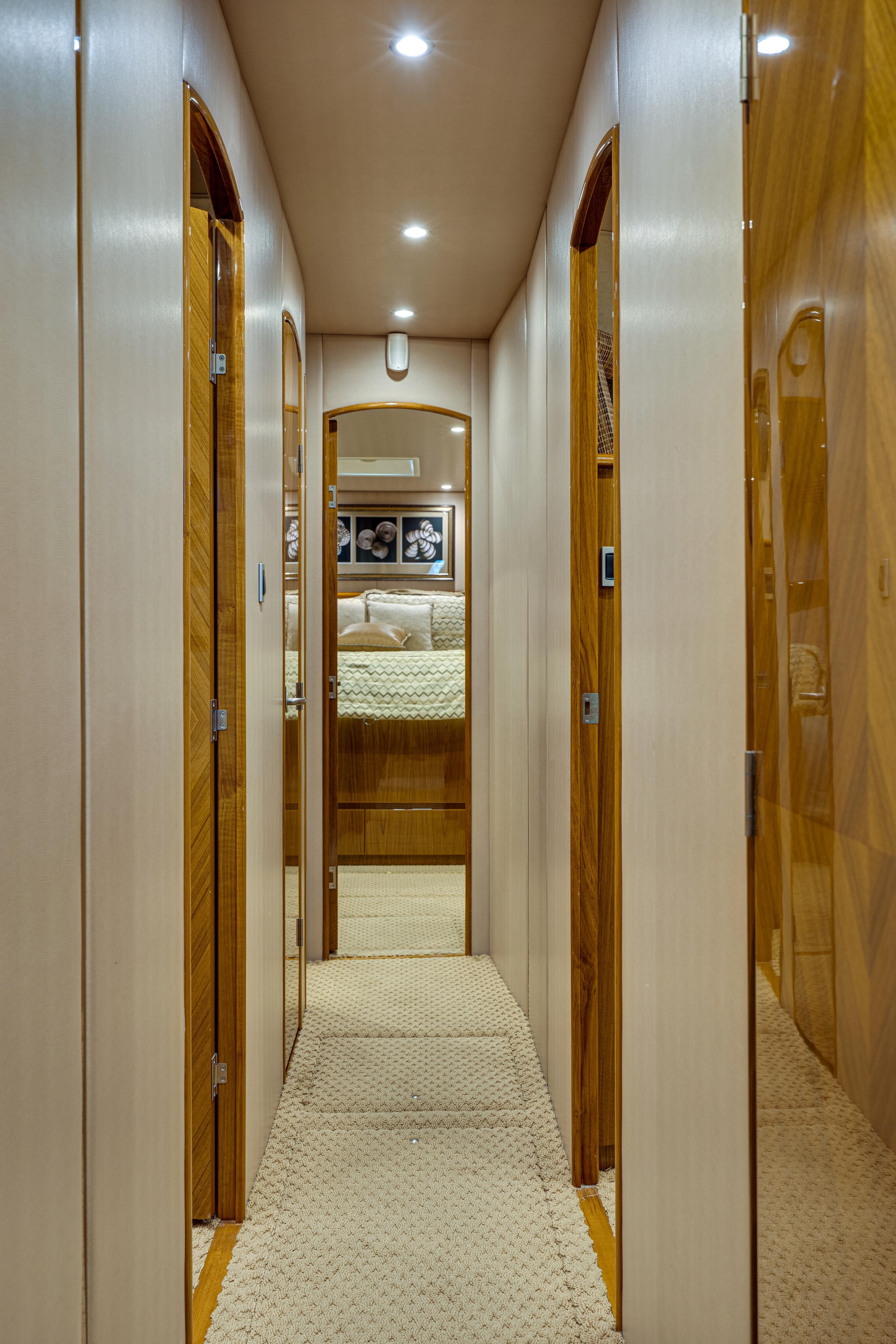 2012 76 Viking SF - Hallway
