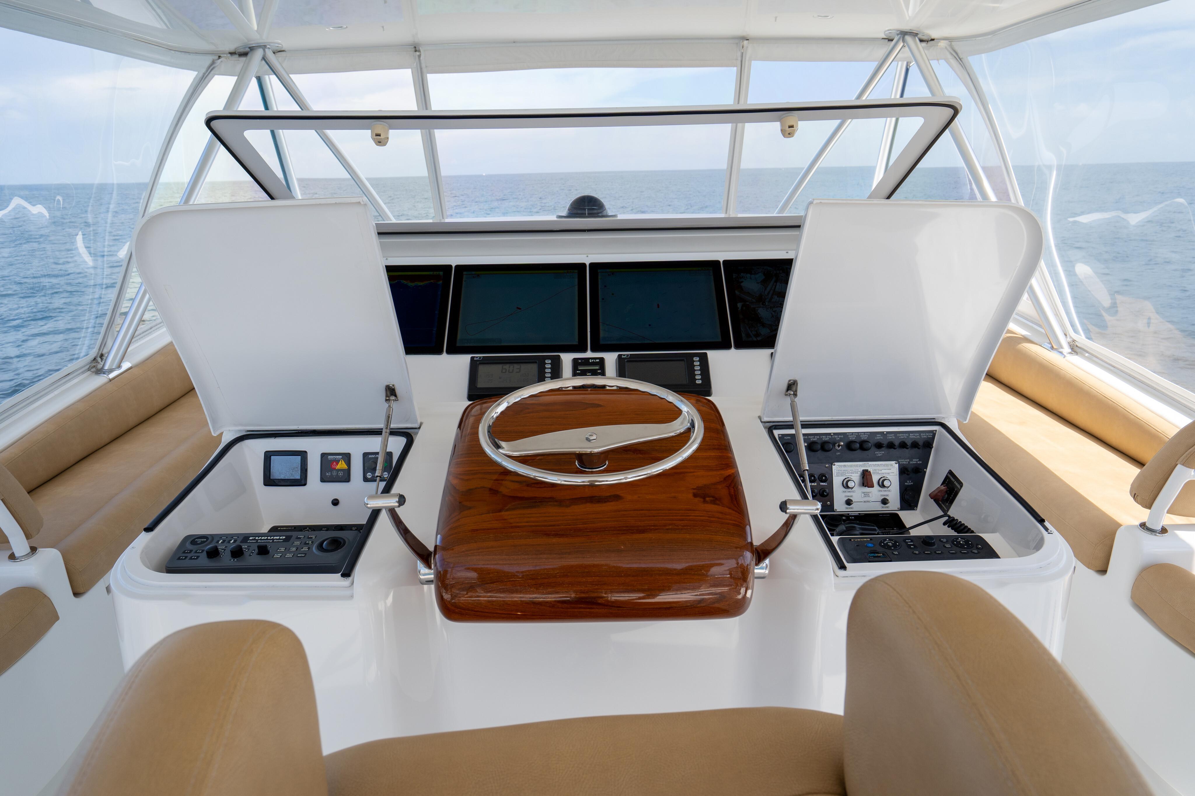 2012 76 Viking SF - Helm