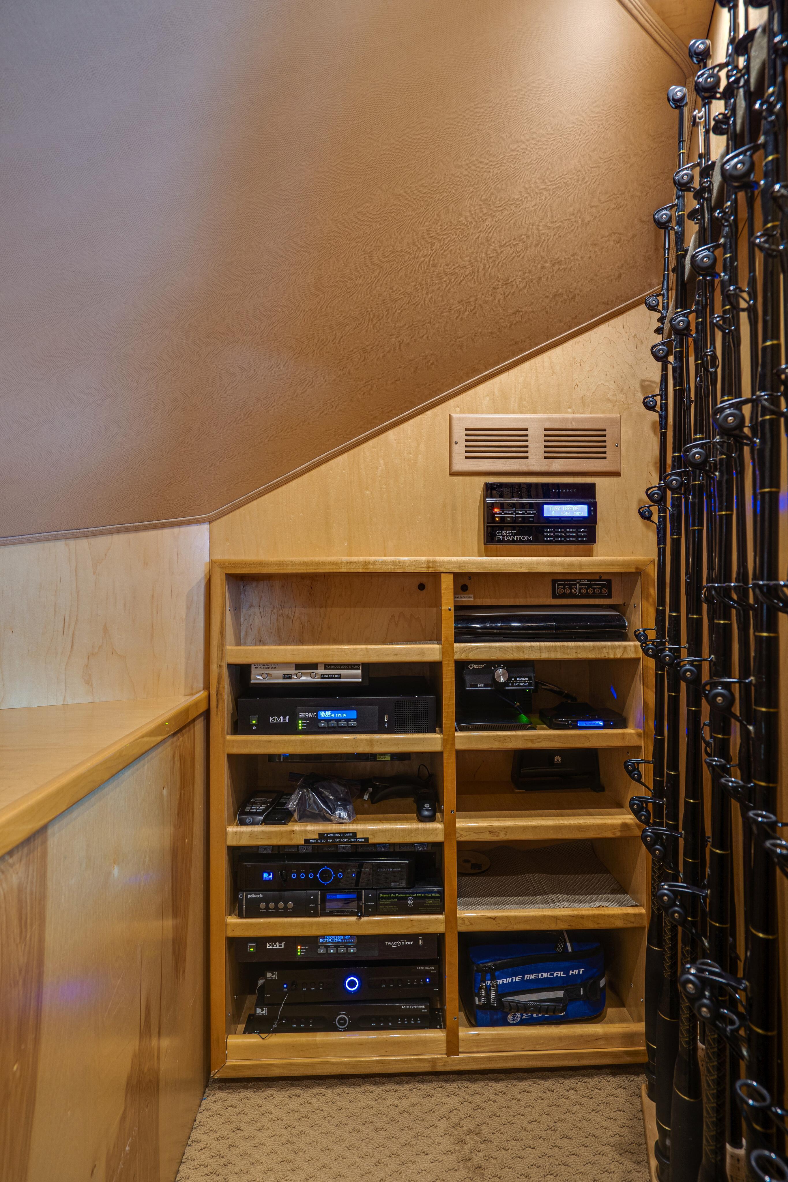 2012 76 Viking SF - Rod Locker & Storage