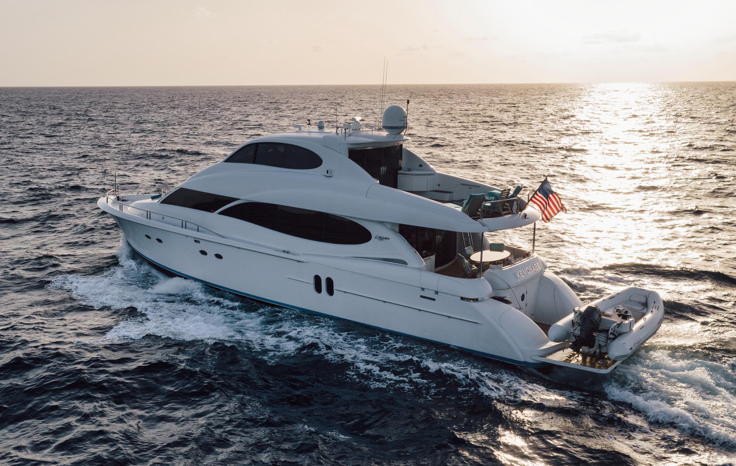 80' Lazzara Yachts 2004
