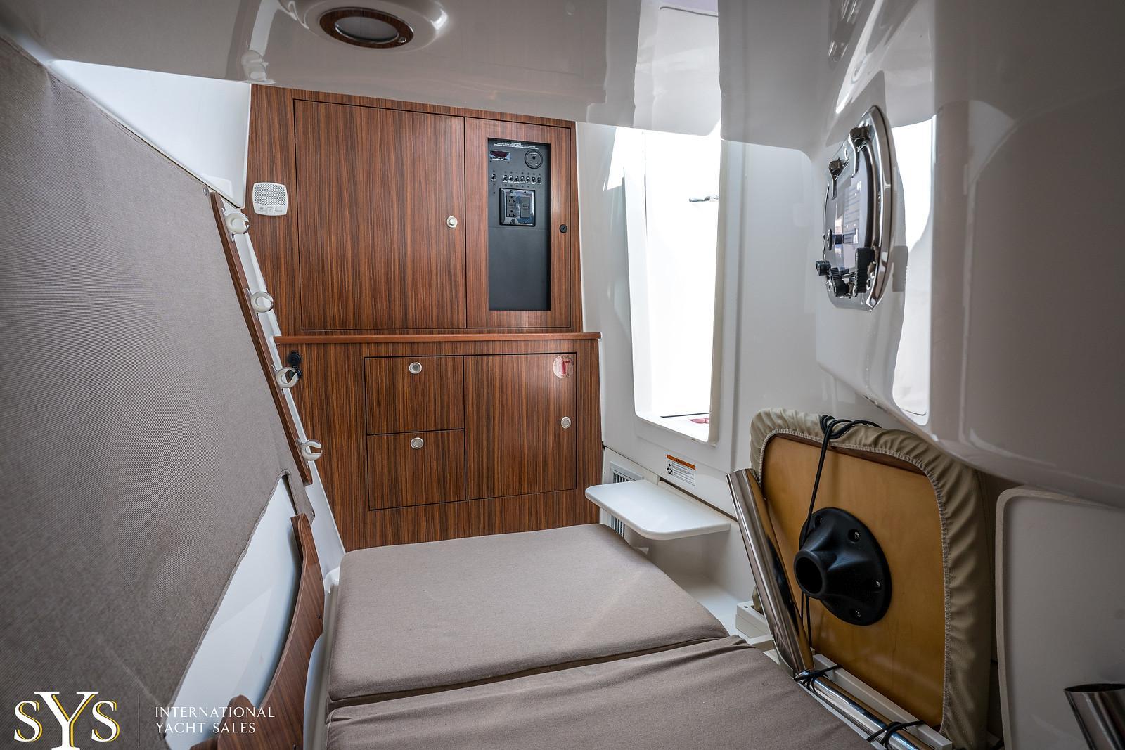 2019 Pursuit DC 325 Dual Console
