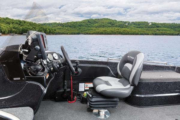 2016 Nitro boat for sale, model of the boat is ZV21 & Image # 97 of 165