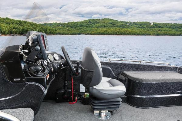 2016 Nitro boat for sale, model of the boat is ZV21 & Image # 100 of 165