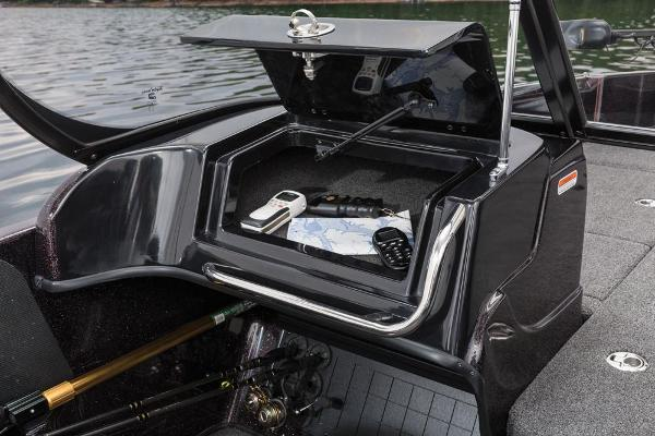 2016 Nitro boat for sale, model of the boat is ZV21 & Image # 134 of 165