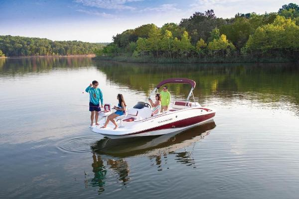 2020 Tahoe boat for sale, model of the boat is 215 Xi & Image # 3 of 14