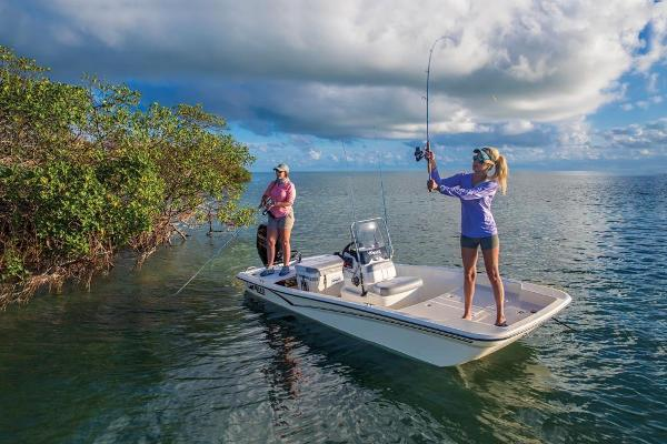 2020 Mako boat for sale, model of the boat is Pro Skiff 15 CC & Image # 2 of 39