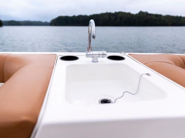 2021 Bayliner boat for sale, model of the boat is DX2000 & Image # 8 of 48