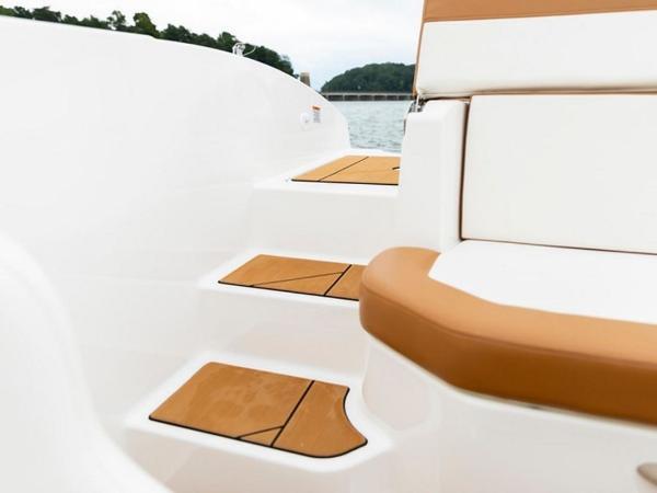 2021 Bayliner boat for sale, model of the boat is DX2000 & Image # 10 of 48