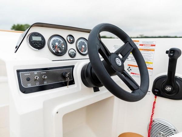 2021 Bayliner boat for sale, model of the boat is DX2000 & Image # 33 of 48
