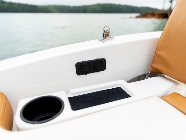 2021 Bayliner boat for sale, model of the boat is DX2000 & Image # 34 of 48