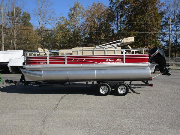 2021 Sun Tracker boat for sale, model of the boat is FISHIN' BARGE® 20 DLX & Image # 1 of 25