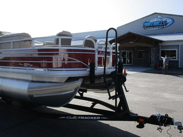 2021 Sun Tracker boat for sale, model of the boat is FISHIN' BARGE® 20 DLX & Image # 2 of 25