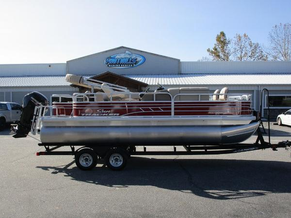 2021 Sun Tracker boat for sale, model of the boat is FISHIN' BARGE® 20 DLX & Image # 4 of 25