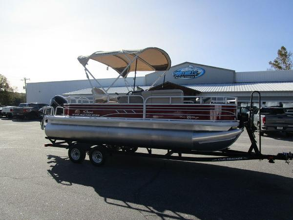 2021 Sun Tracker boat for sale, model of the boat is FISHIN' BARGE® 20 DLX & Image # 5 of 25