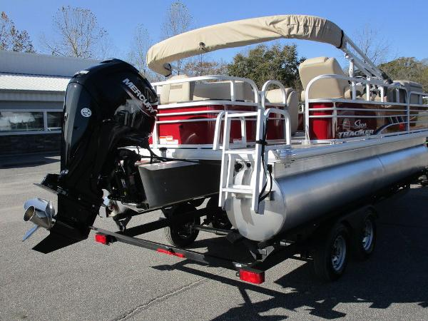 2021 Sun Tracker boat for sale, model of the boat is FISHIN' BARGE® 20 DLX & Image # 6 of 25