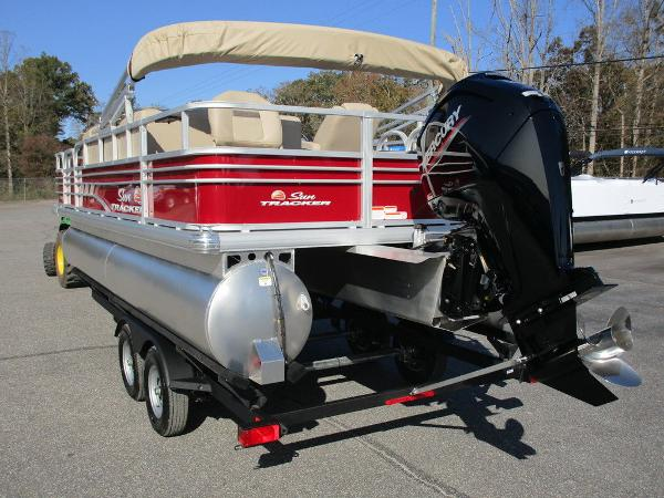2021 Sun Tracker boat for sale, model of the boat is FISHIN' BARGE® 20 DLX & Image # 7 of 25