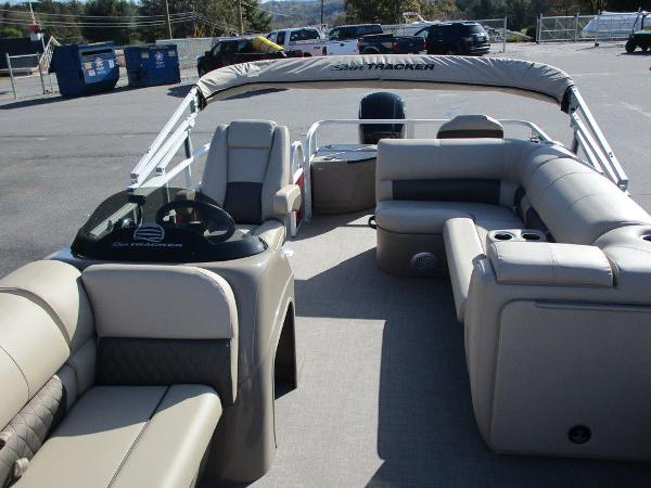 2021 Sun Tracker boat for sale, model of the boat is FISHIN' BARGE® 20 DLX & Image # 9 of 25