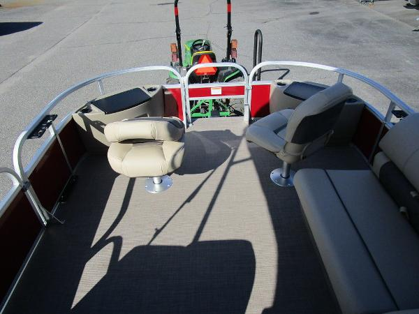 2021 Sun Tracker boat for sale, model of the boat is FISHIN' BARGE® 20 DLX & Image # 10 of 25