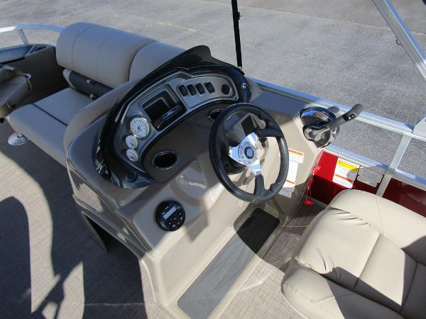 2021 Sun Tracker boat for sale, model of the boat is FISHIN' BARGE® 20 DLX & Image # 14 of 25