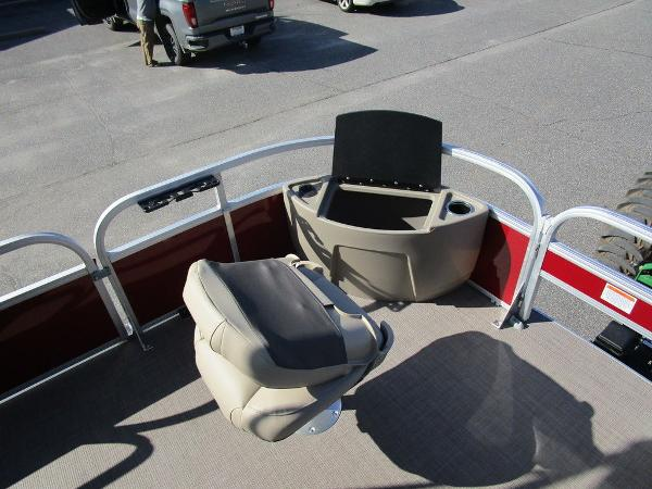2021 Sun Tracker boat for sale, model of the boat is FISHIN' BARGE® 20 DLX & Image # 15 of 25