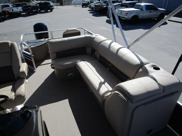 2021 Sun Tracker boat for sale, model of the boat is FISHIN' BARGE® 20 DLX & Image # 16 of 25