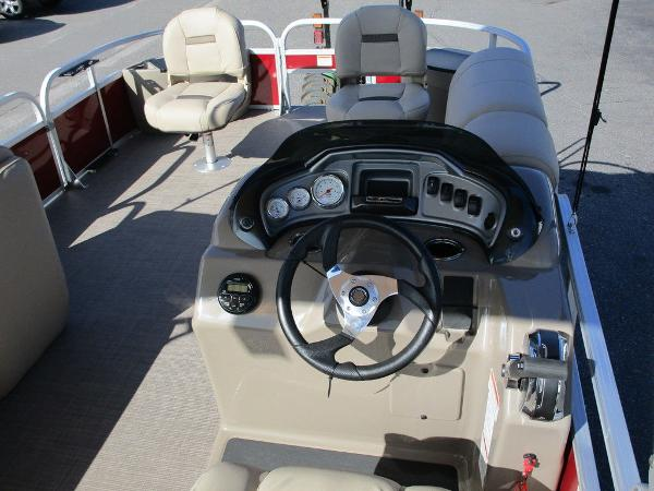 2021 Sun Tracker boat for sale, model of the boat is FISHIN' BARGE® 20 DLX & Image # 17 of 25