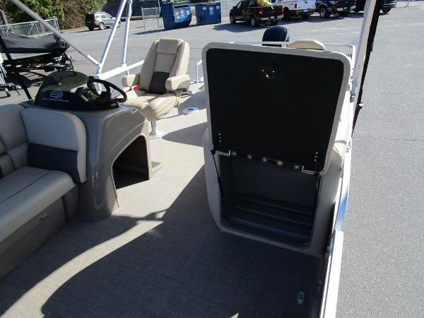 2021 Sun Tracker boat for sale, model of the boat is FISHIN' BARGE® 20 DLX & Image # 18 of 25