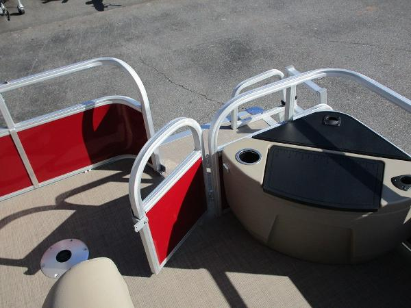 2021 Sun Tracker boat for sale, model of the boat is FISHIN' BARGE® 20 DLX & Image # 19 of 25