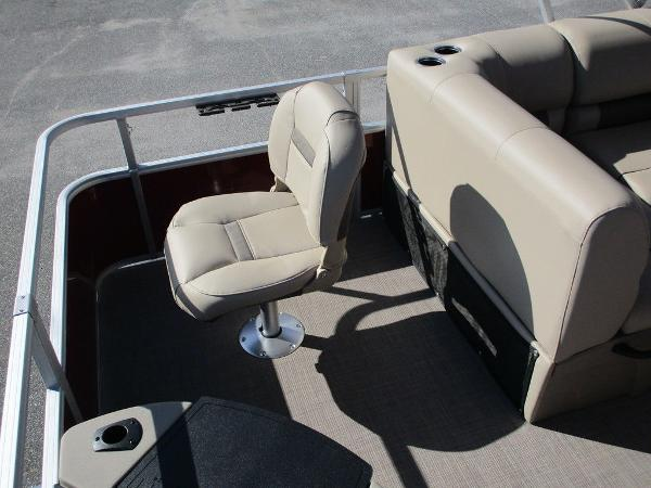 2021 Sun Tracker boat for sale, model of the boat is FISHIN' BARGE® 20 DLX & Image # 20 of 25
