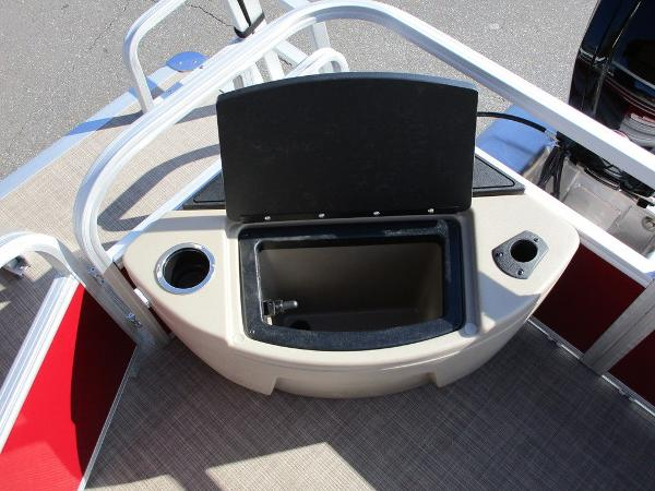 2021 Sun Tracker boat for sale, model of the boat is FISHIN' BARGE® 20 DLX & Image # 21 of 25