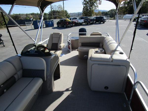2021 Sun Tracker boat for sale, model of the boat is FISHIN' BARGE® 20 DLX & Image # 25 of 25