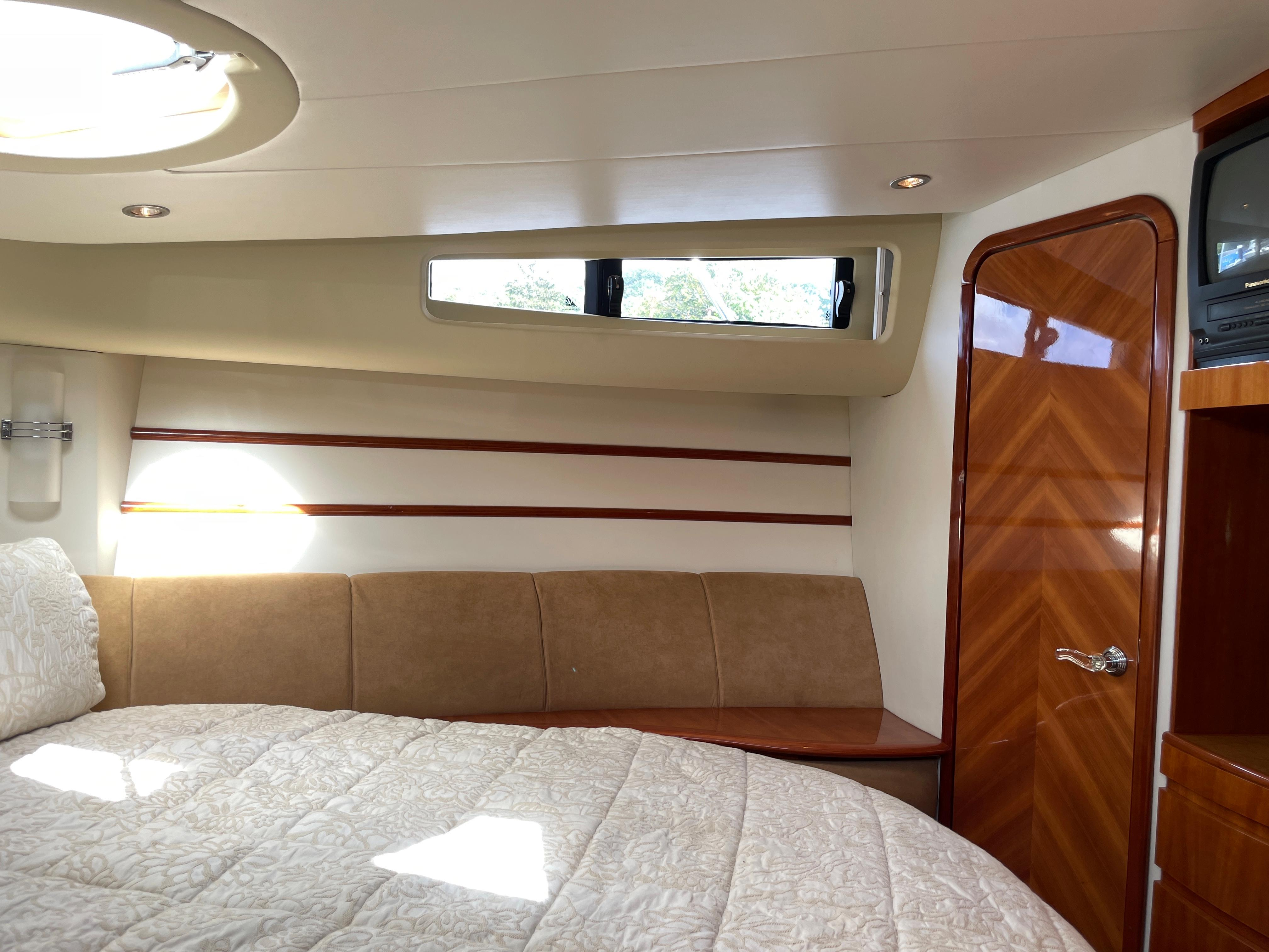 NY 6505 KM Knot 10 Yacht Sales