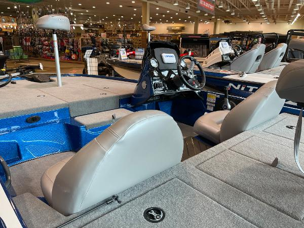 2021 Nitro boat for sale, model of the boat is Z17 & Image # 9 of 53