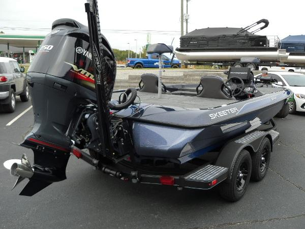 2021 Skeeter boat for sale, model of the boat is ZXR 20 & Image # 2 of 34