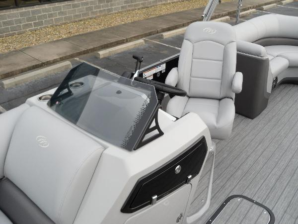 2021 Manitou boat for sale, model of the boat is RF 23 Oasis VP & Image # 10 of 32