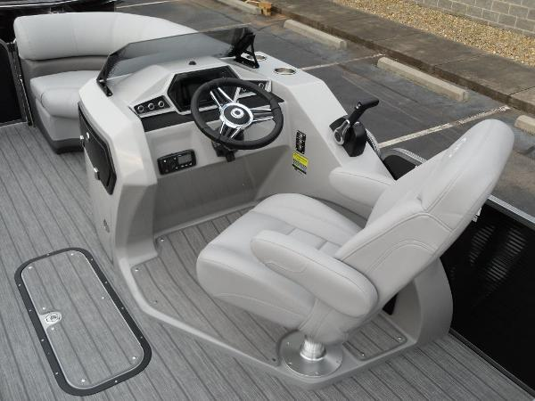 2021 Manitou boat for sale, model of the boat is RF 23 Oasis VP & Image # 25 of 32